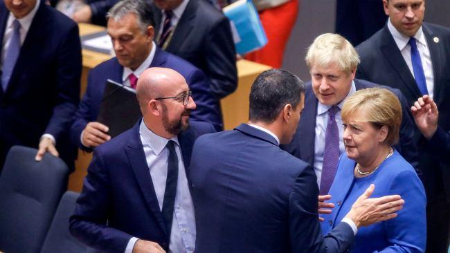 Bruksela miała dziś odroczyć brexit, ale tego nie zrobiła. Na razie w mocy wersja, że za tydzień Brytyjczyków nie będzie w Unii