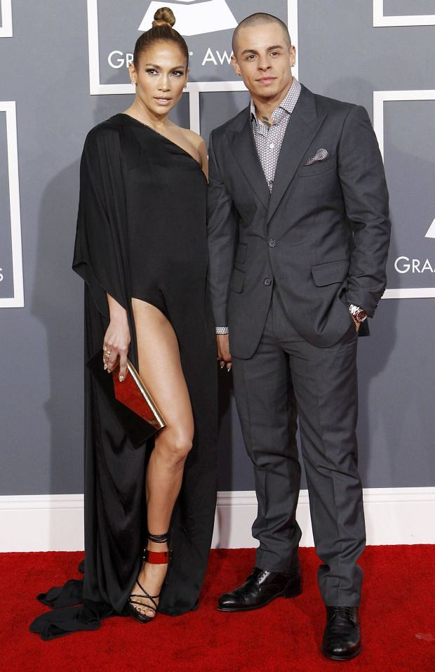 Jennifer Lopez and her boyfriend Casper Smart arrive at the 55th annual Grammy Awards in Los Angeles, California February 10, 2013.  REUTERS/Mario Anzuoni (UNITED STATES  - Tags: ENTERTAINMENT)  (GRAMMYS-ARRIVALS)