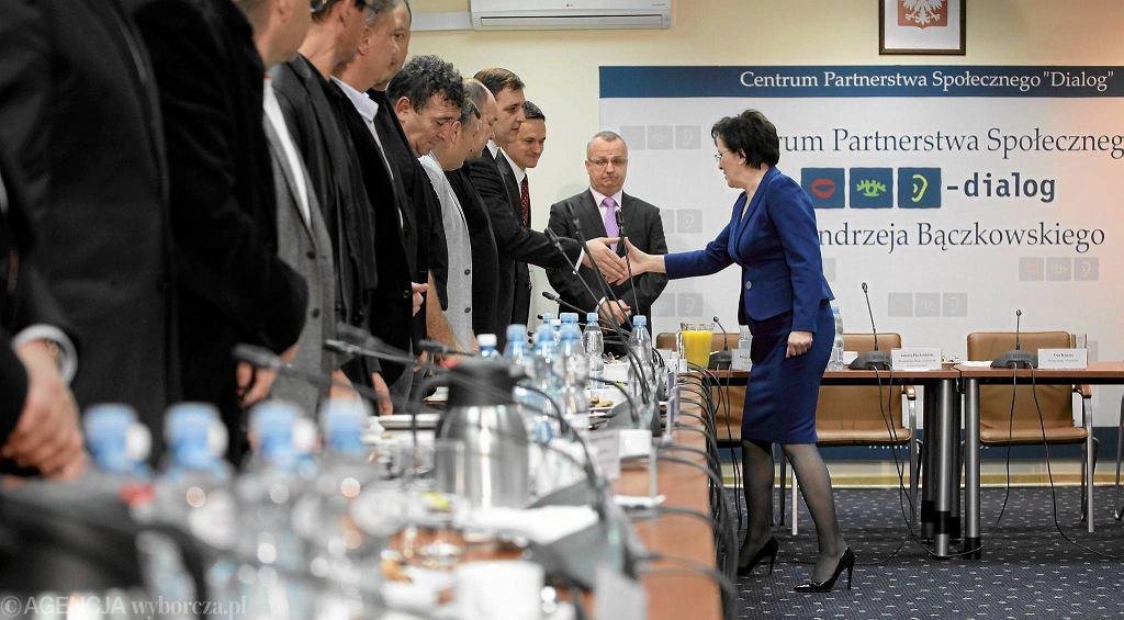 Centrum Dialogu Społecznego przy ul. Limanowskiego w Warszawie. Premier Ewa Kopacz podczas spotkania ze związkowcami z Kompanii Węglowej