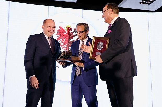 Zdjęcie numer 2 w galerii - Medal dla Wojciecha B. Sobieszaka. Kieruje firmą eksportującą do 60 krajów