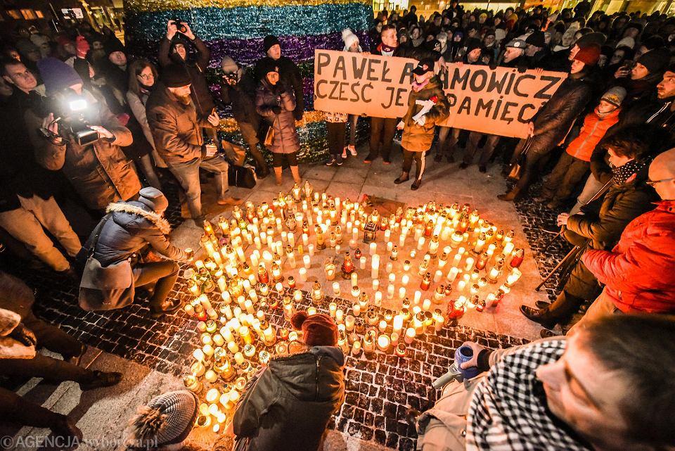 14.01.2019, Wrocław, Nowy Targ, światełko do nieba i protest przeciwko przemocy po morderstwie prezydenta Gdańska Pawła Adamowicza.