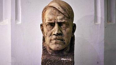 Popiersie Adolfa Hitlera, które znaleźli robotnicy podczas remontu wirydarzu Muzeum Narodowego w Gdańsku.