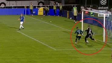 Kuriozalny błąd bramkarza w meczu Wigry - Legia