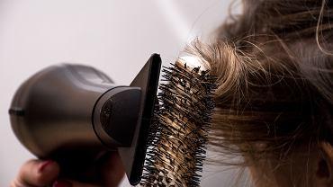 Najbardziej postarzające fryzury. Dodają nawet 15 lat! Są kiczowate i dawno niemodne (zdjęcie ilustracyjne)