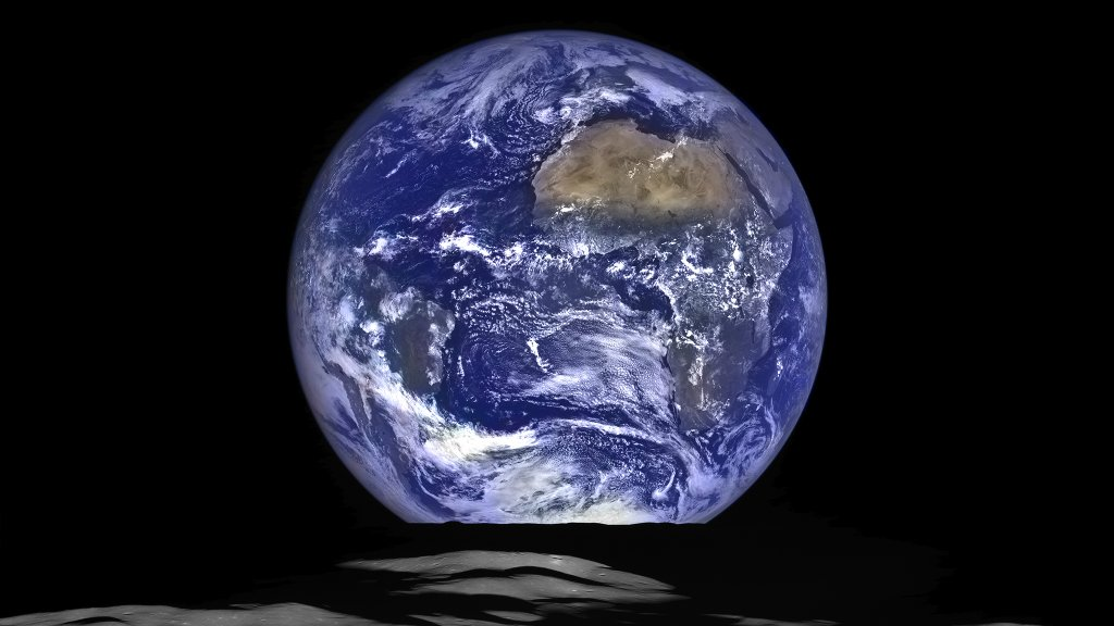 Wschód Ziemi widziany z orbity Księżyca