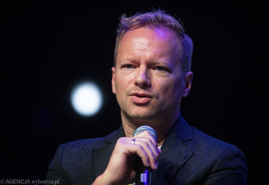Kraków. WOŚP. Maciej Stuhr komentuje wydarzenie pod kościołem św. Szczepana