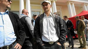 Dariusz Dźwigała przed budynkiem klubowym Polonii.