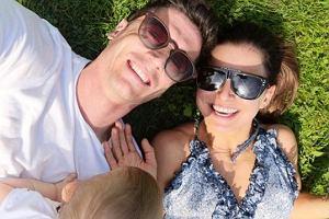 Robert Lewandowski w końcu pokazał zdjęcie z wakacji. Jest z nim Anna Lewandowska, która kusi pięknym ciałem