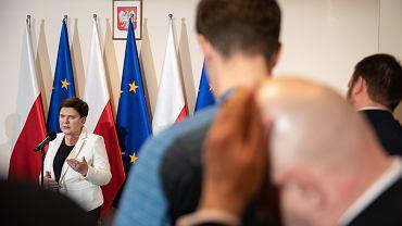 Była premier, obecna wicepremier rządu PiS Beata Szydło (wydelegowana do rozmów z przedstawicielami protestujących) podczas konferencji dot. strajku nauczycieli. Warszawa, 18 kwietnia 2019