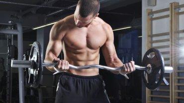 """Testosteron zachęca nie tylko do rywalizacji, ale także zabiegania o względy kobiet. To hormon, który sprawia, że mężczyźni """"myślą o jednym"""". No, prawie"""