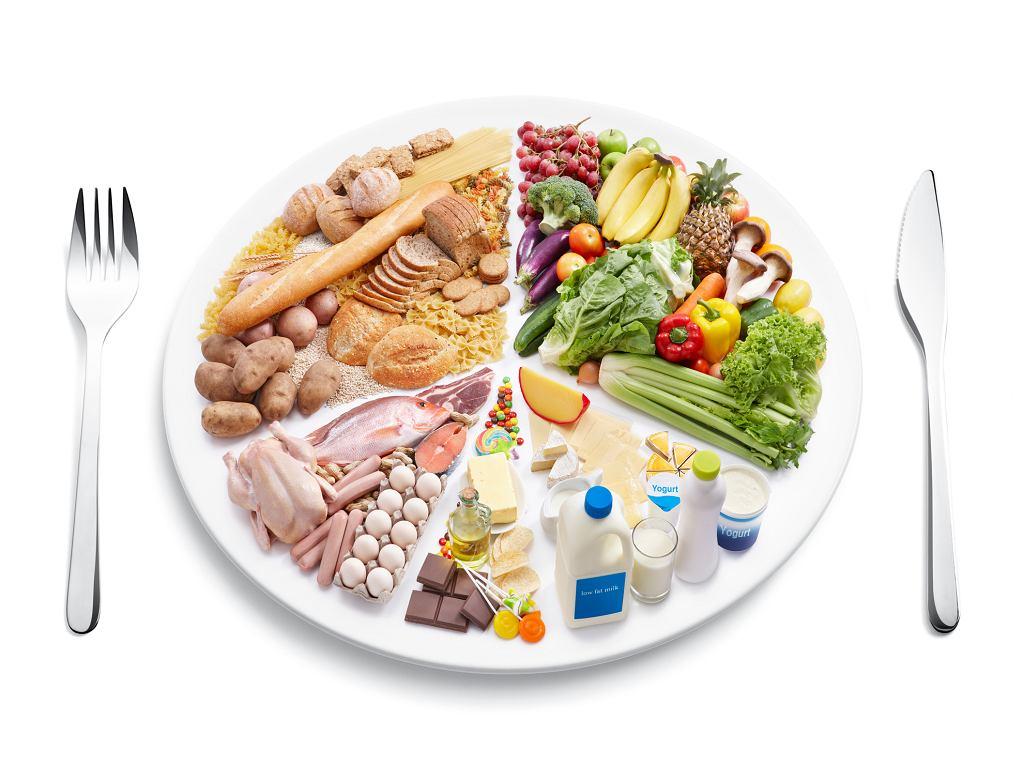 Tylko różnorodne i zbilansowane żywienie pozwoli nam zachować zdrowie i dobrą kondycję (fot. Okea / iStockphoto.com)