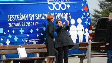 Premier Beata Szydło i minister rodziny Elżbieta Rafalska z gospodarską wizytą w miejscowości Zatory