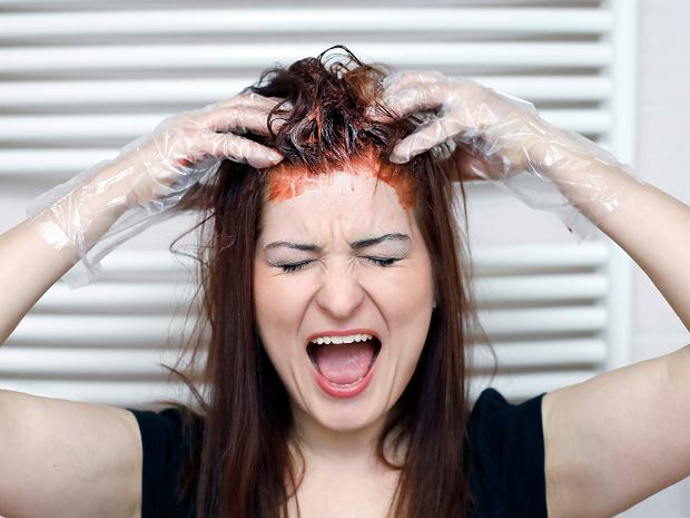 Farbowanie włosów w domu - jak to zrobić, by uniknąć najczęstszych błędów