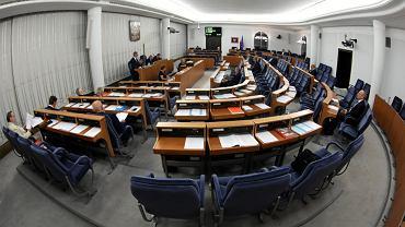 Senat 26 lipca 2018. Senatorowie podczas prac nad zmianami w ordynacji wyborczej w wyborach do Parlamentu Europejskiego