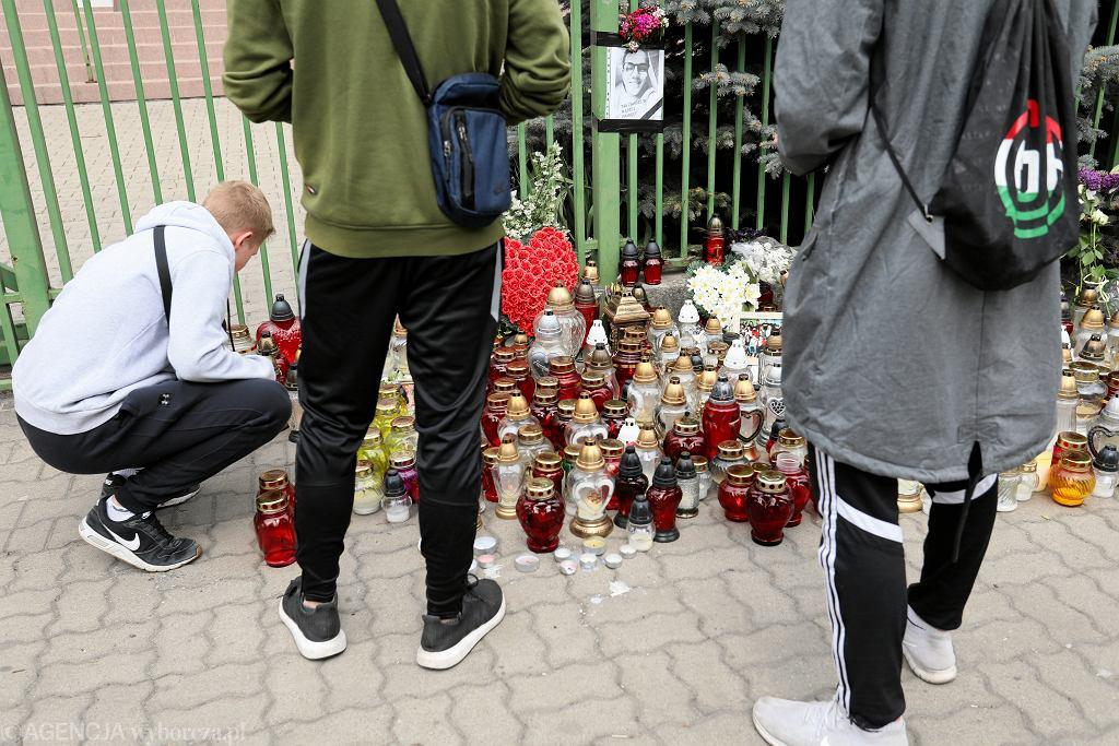Uczniowie szkoły w Wawrze żegnają zamordowanego kolegę