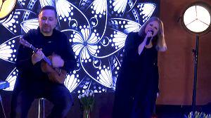 """Wraz z pomocą Radia Złote Przeboje artystka przygotowała dla fanów wyjątkową niespodziankę. Wszystko w ramach akcji """"Zostań w domu z muzyką""""."""