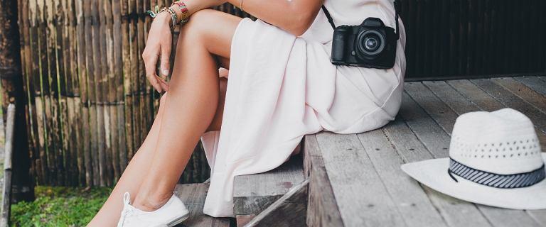 Biała sukienka - idealna na upalne dni. Jaką wybrać?