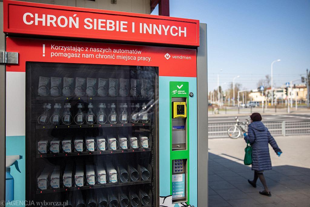 Automat z maseczkami na koronawirusa przy ul. Wołoskiej