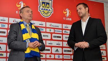 Piłkarze Arki spotkali się z prezydentem Gdyni (na zdjęciu Wojciech Szczurek z lewej i prezes Wojciech Pertkiewicz z prawej)