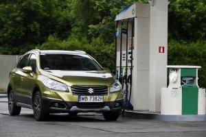 Suzuki SX4 S-Cross 1.6 DDiS 4WD Elegance | Test długodystansowy cz. V | Na stacji paliw