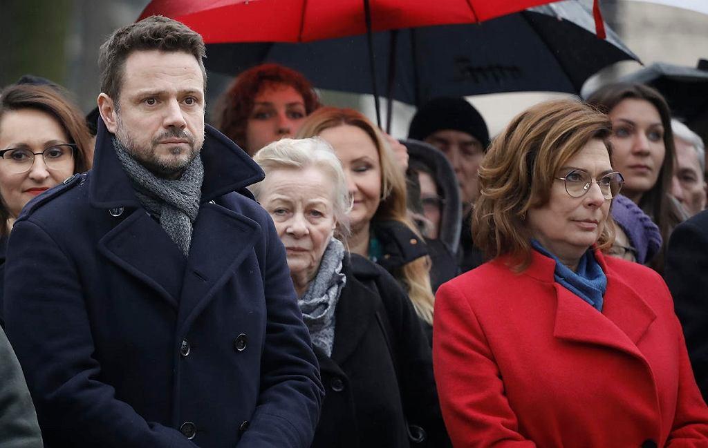 Rafał Trzaskowski i Małgorzata Kidawa-Błońska podczas uroczystości nadania nazwy alei Pawła Adamowicza w Warszawie