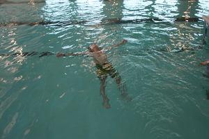 Rodzice oburzeni zakazem na basenie w Szczecinku. Dzieci nie mogą z niego korzystać, bo zabrudzą wodę