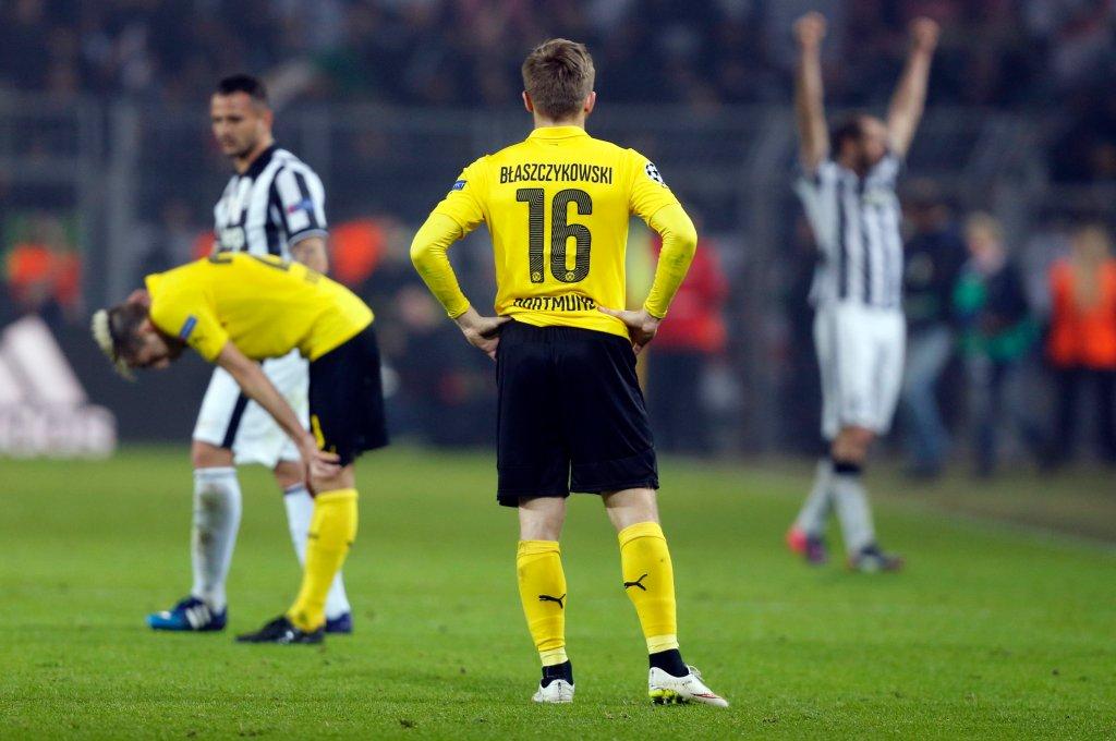 Ostatni gwizdek. Jeden z graczy Juve pociesza Kampla, inny triumfuje, a na pierwszym planie bezradny <b>Jakub Błaszczykowski</b>, który pojawił się na boisku w drugiej połowie