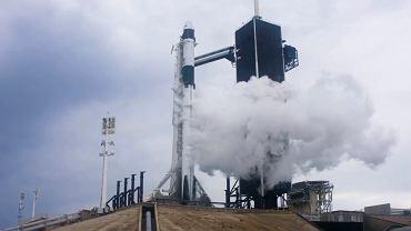 Start rakiety odwołano w ostatniej chwili. Astronauci znajdowali się już w kapsule Crew Dragon.