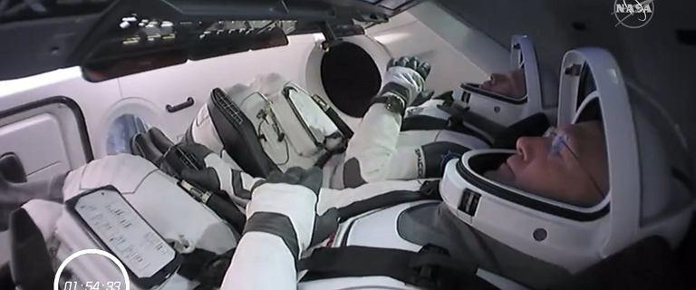Astronauci NASA już czekają w kapsule Dragon. Relacja na żywo wystartowała