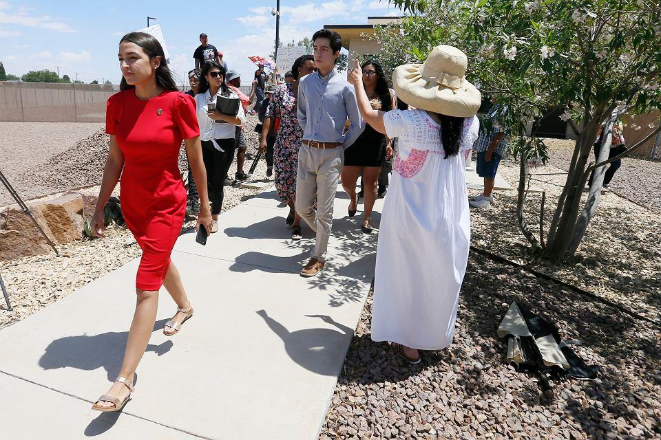 Alexandria Ocasio-Cortez wizytuje posterunek straży granicznej. Clint, USA, 1 lipca 2019