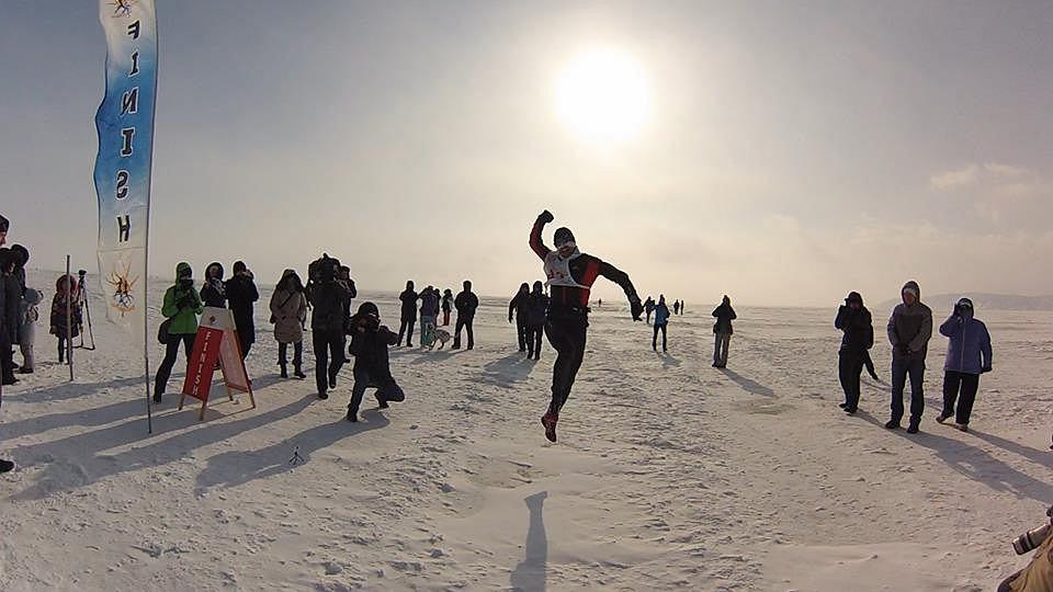 Piotr Hercog na mecie Baikal Ice Marathon