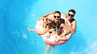 COVID-19: Czy kąpiel w basenie jest bezpieczna?