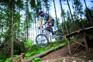 Downhill: rowerem górskim na łeb, na szyję