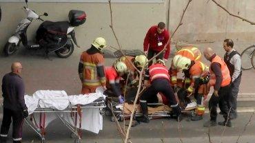 Ratownicy po zamachach w Brukseli