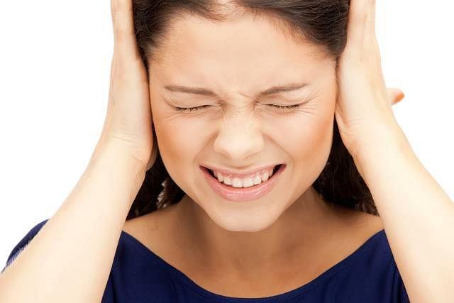 Ból ucha, nasilający się głównie w nocy,osłabienie słuchu oraz gorączka mogą oznaczać stan zapalny w jego obrębie