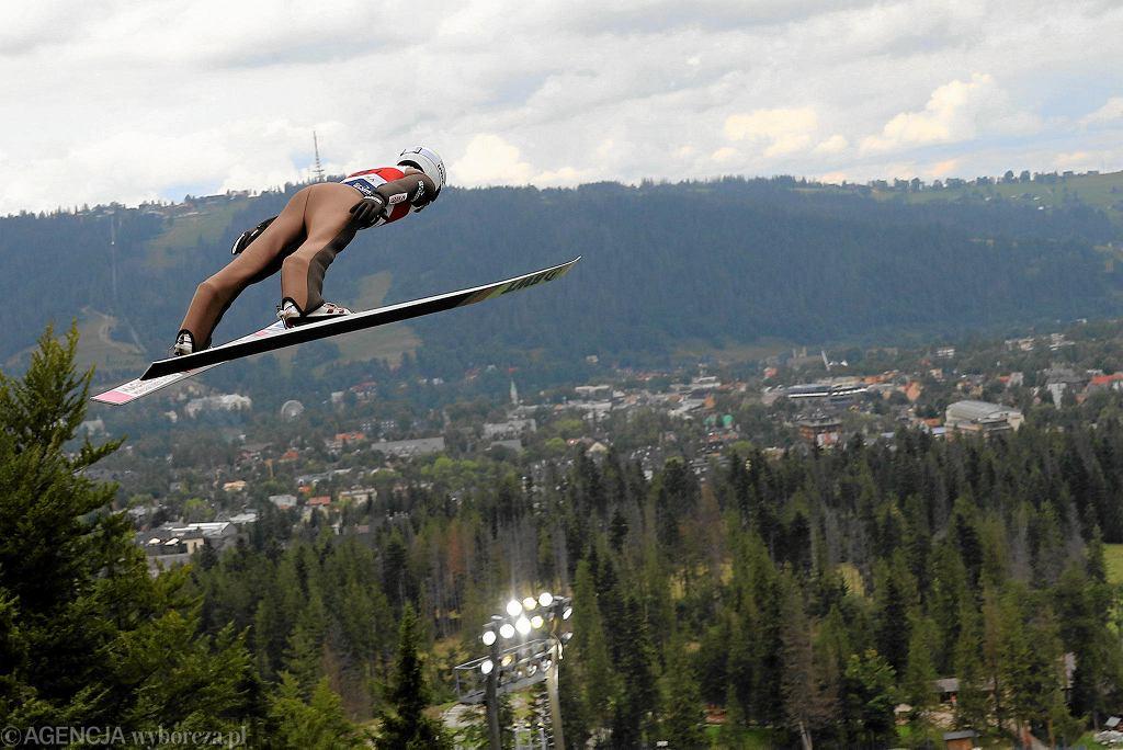 Skoki narciarskie. Kamil Stoch podczas konkursu Letniego Grand Prix w Zakopanem w sierpniu 2019 r.