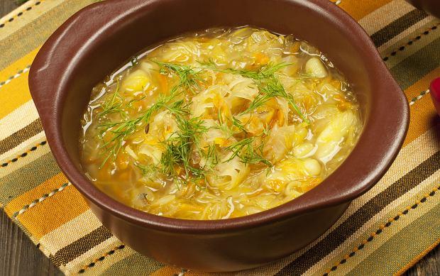 Kapuśniak na żeberkach, czyli genialna zupa w sam raz na jesień [PRZEPIS]