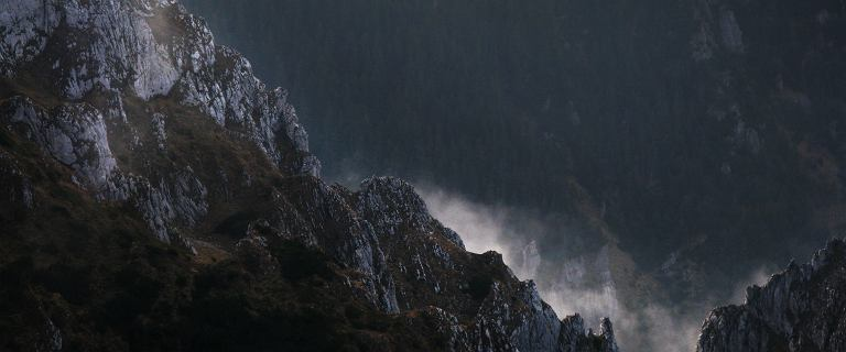IMGW wydaje ostrzeżenia w związku z potencjalnymi burzami w Tatrach