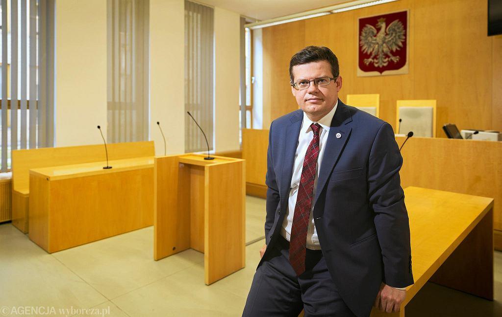 Sędziemu Krystianowi Markiewiczowi, prezesowi Stowarzyszenia Sędziów Polskich Iustitia przedstawiono 55 zarzutów dyscyplinarnych dotyczących naruszenia zasady apolityczności