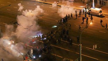 Białoruś: już dwie ofiary śmiertelne starć opozycji i milicji. 'Ta paskudna władza zabiła mego syna'
