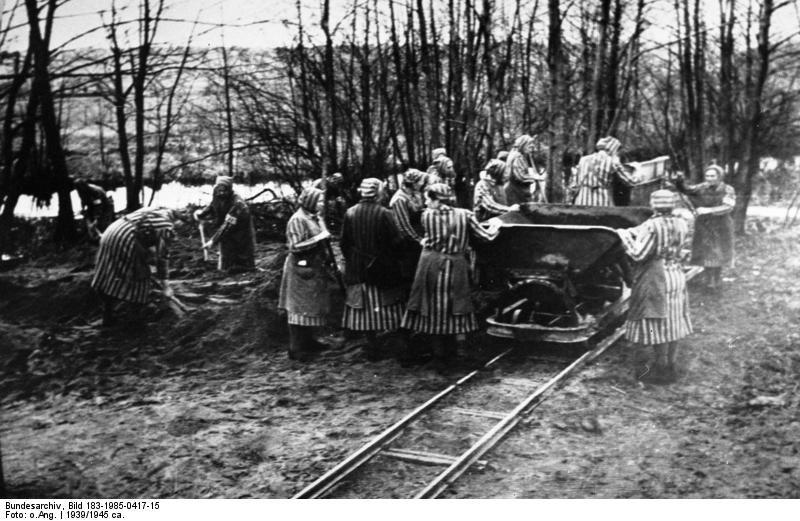 Więźniarki niemieckiego nazistowskiego obozu koncentracyjnego Ravensbrueck