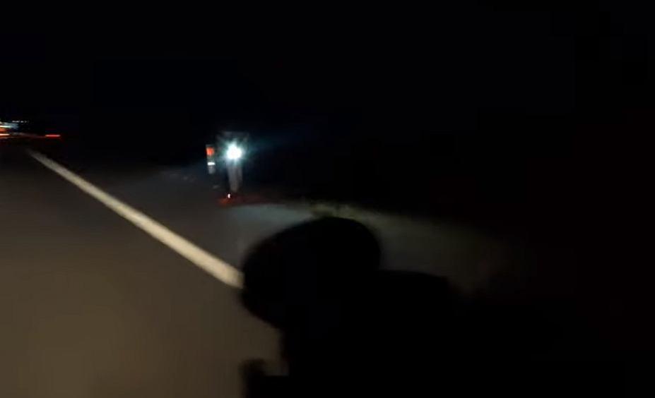 Hulajnogą elektryczną jeździł po autostradzie