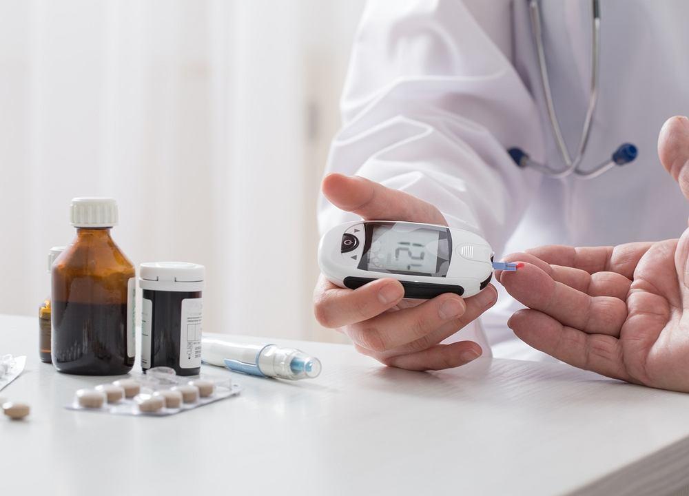 Najbardziej charakterystycznym objawem cukrzycy jest nieprawidłowe stężenie glukozy we krwi