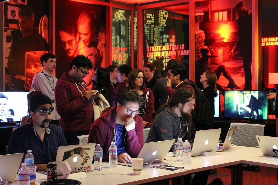 Pracownicy Netflixa w centrali firmy w Los Gatos w Kalifornii codziennie otrzymują wiele maili z opiniami o sobie i kolegach