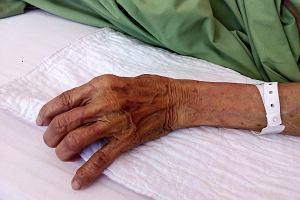 """""""Ja się czuję gorzej!"""". Kobiety w starszym wieku chorują bardziej niż mężczyźni. Zbadali, dlaczego"""