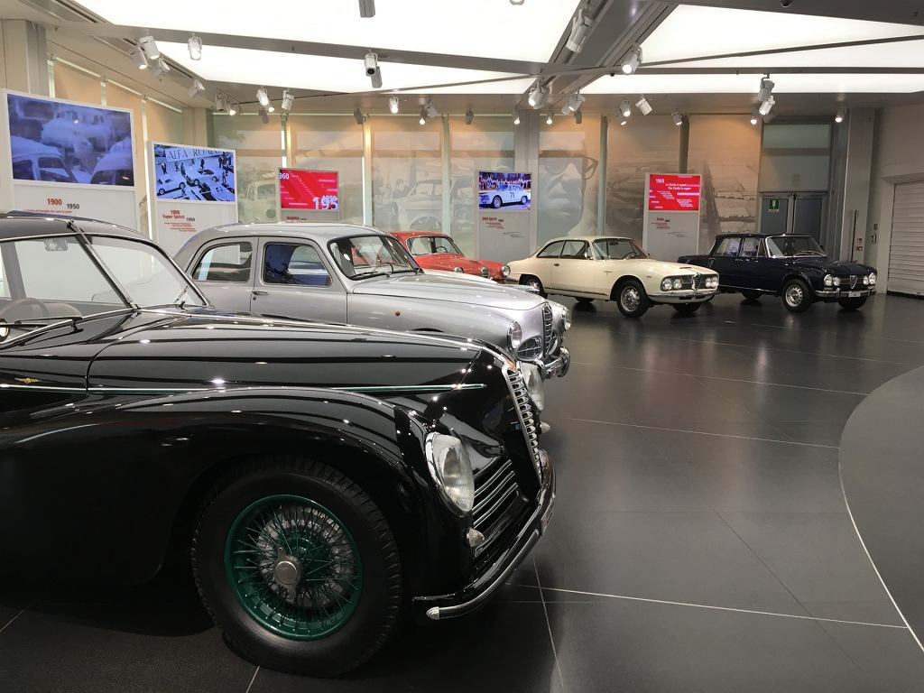Museo Storico Alfa Romeo, na dalszym planie Giulietta i Giulia