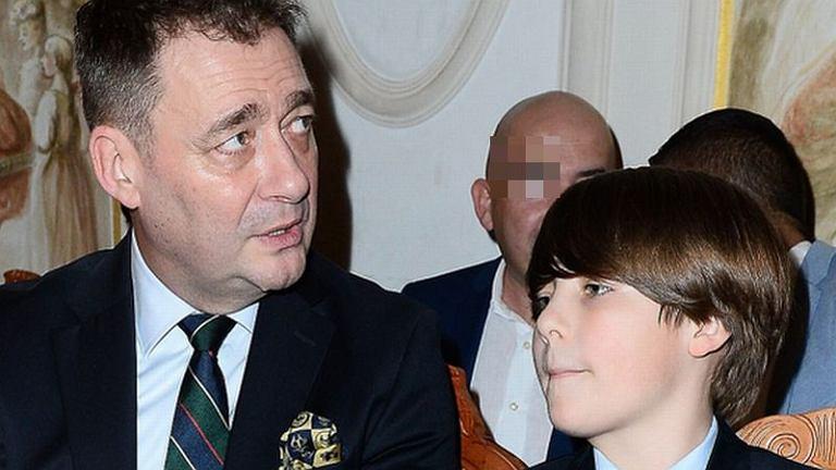 Jacek Rozenek z synem na pokazie mody