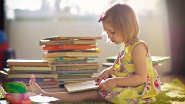 Bajki mają ogromny wpływ na to, jak dziecko myśli o świecie i o sobie (fot. shutterstock.com)