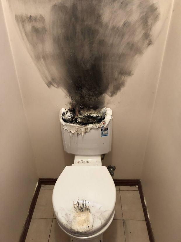 Skutki pozostawienia na spłuczce zapalonej świeczki zapachowej