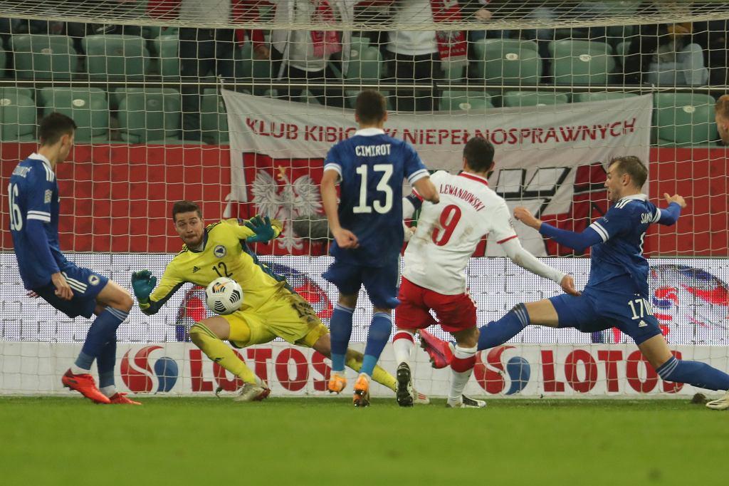 Polska - Bośnia i Hercegowina we Wrocławiu. Robert Lewandowski strzela bramkę na 2:0